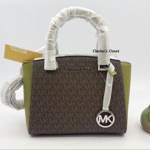✨⭐️NeW! Michael Kors SM Maxine Messenger